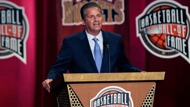 John Calipari enters Naismith Hall of Fame, invites former players on stage -- IMAGE