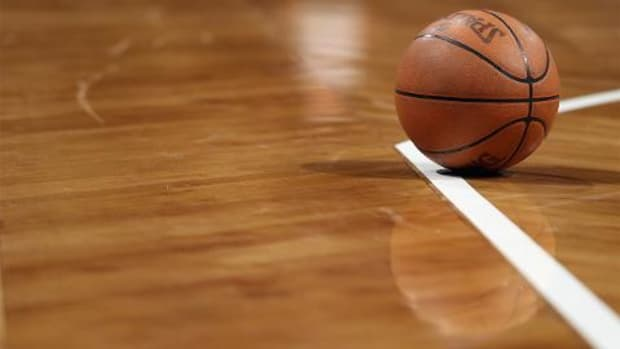 Iowa high school basketball player collapses, dies - IMAGE