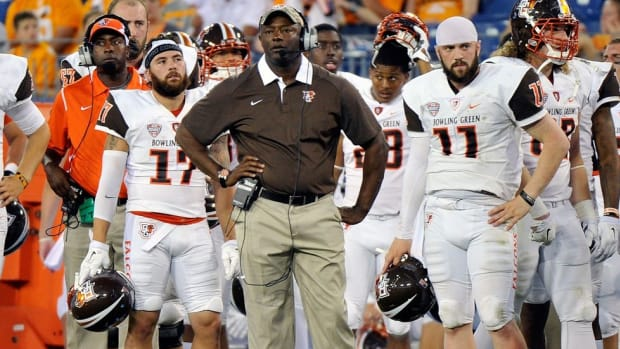 Talking rebulding, high-powered offense, recruiting and even chess with new Syracuse coach Dino Babers