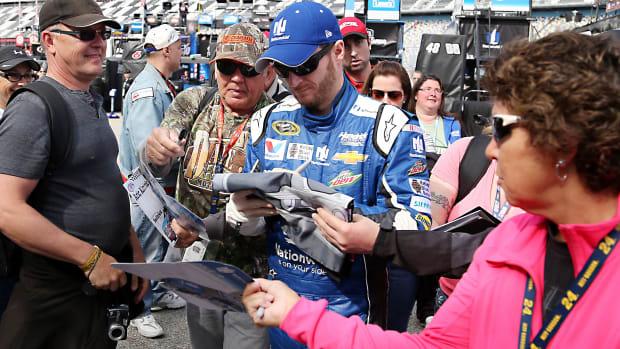 Dale-Earnhardt-fans-Patrick-Smith-Getty.jpg