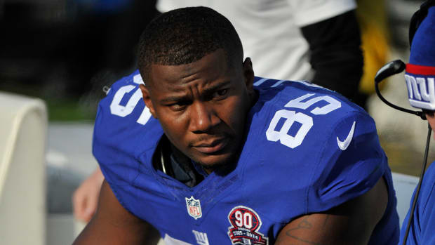 Giants tight end Daniel Fells released from hospital--IMAGE