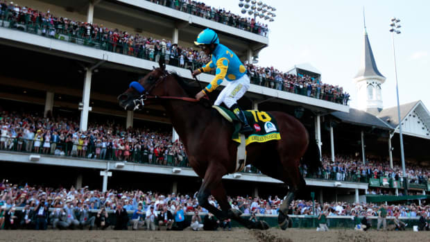 american-pharoah-secretariat-side-by-side.jpg