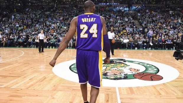 Kobe Bryant introduced in Boston for final time - IMAGE
