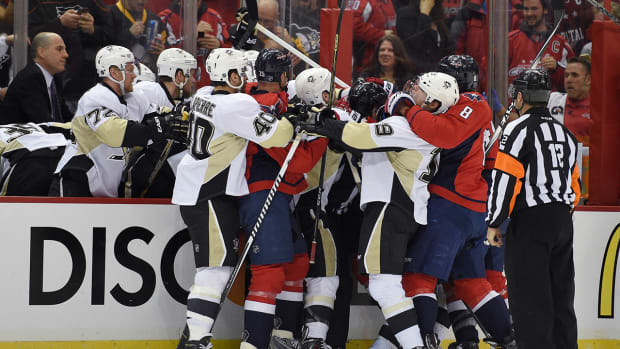 Capitals, Penguins brawl in first period IMAGE