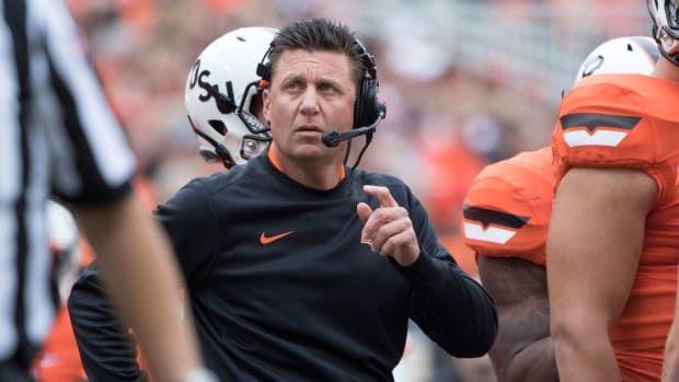 mike-gundy-oklahoma-state-parade-accident.jpg