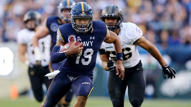 keenan-reynolds-navy-rushing-touchdown-record.jpg