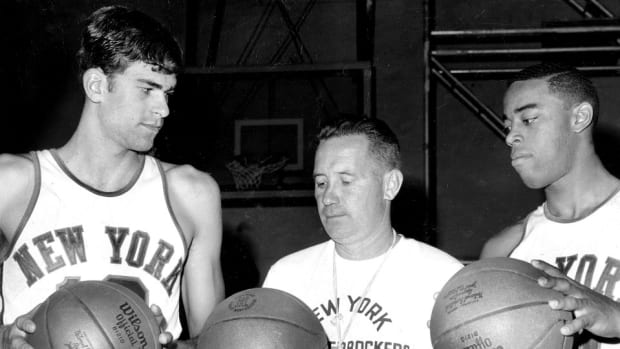 Phil Jackson says Knicks took air out of the balls when he played