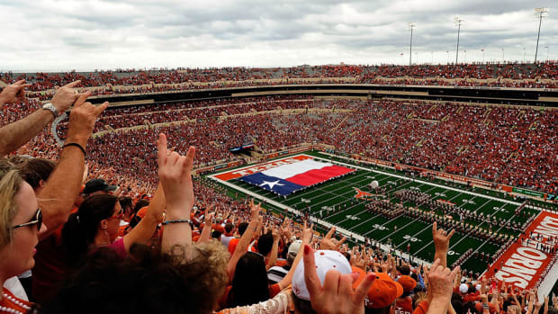 texas-stadium-to-sell-beer.jpg