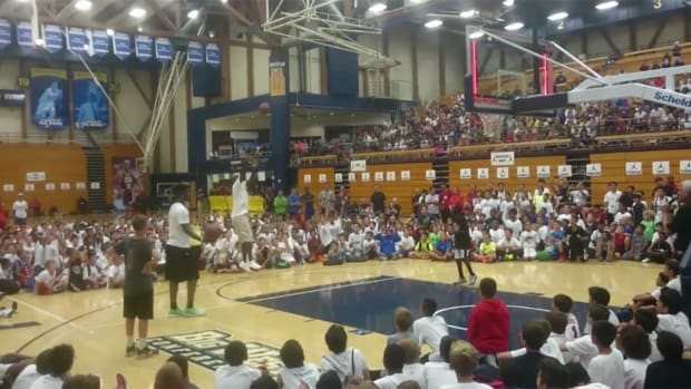 Michael Jordan, Jimmy Butler face off in camp shooting contest--IMAGE