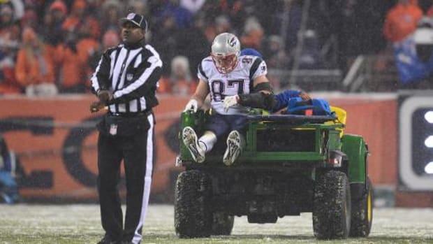 Report: Rob Gronkowski has minor knee strain--IMAGE