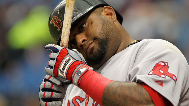 boston-red-sox-pablo-sandoval-swing-pitch-over-head-video.jpg