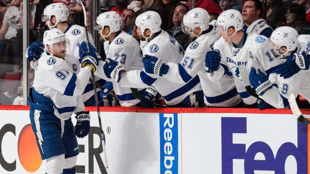 Stamkos-lightning-celebrate-bench-NHL.jpg