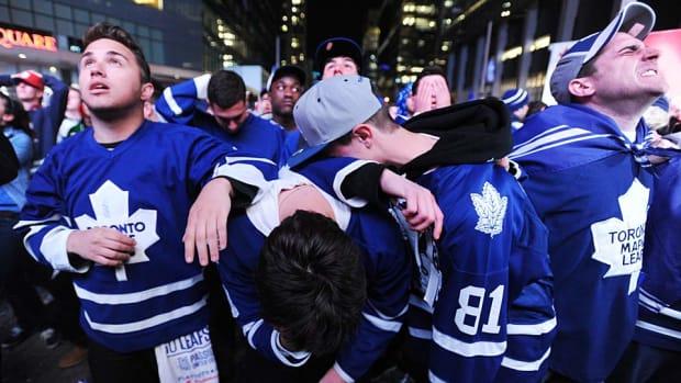 Maple-Leafs-fans-Vince-Talotta-Toronto-Star.jpg