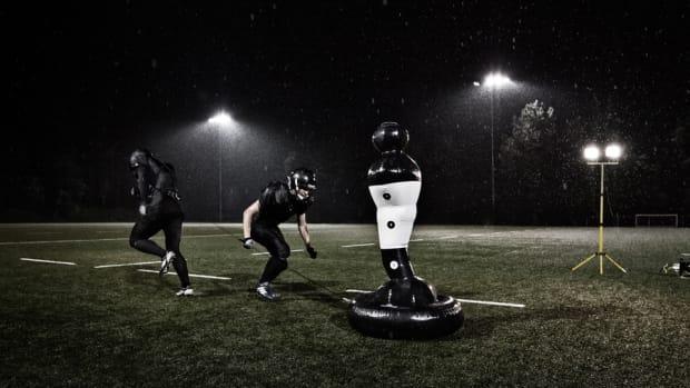 shadowman-sports-usa-football-nfl-training-technology-960.jpg