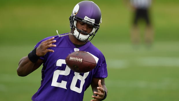 adrian-peterson-minnesota-vikings-contract-restructure.jpg