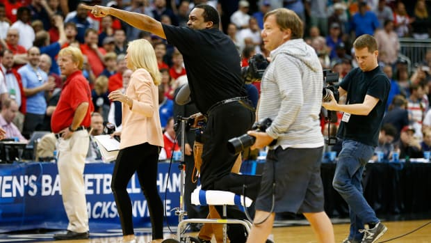 Georgia State coach falls off stool after son's game-winner, calls out Obama's bracket IMAGE