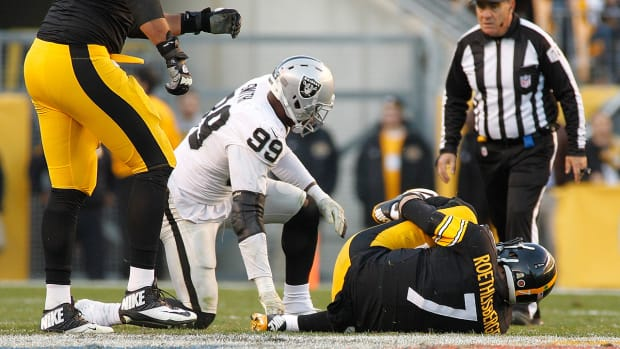 Steelers QB Ben Roethlisberger exits game early with foot injury -- IMAGE