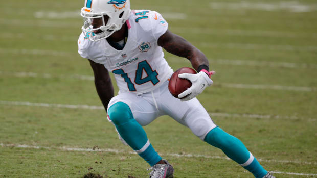 jarvis-landry-dolphins-one-hand-catch-video.jpg