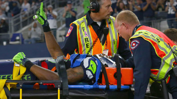 ricardo-lockette-carted-off-seahawks-injury.jpg