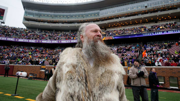 Vikings Mascot Contract Negotiations Blame Owners Too