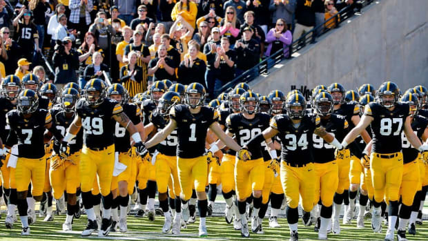 Here come the Hawkeyes: Desmond King, C.J. Beathard and the surprising Iowa team that just won't lose