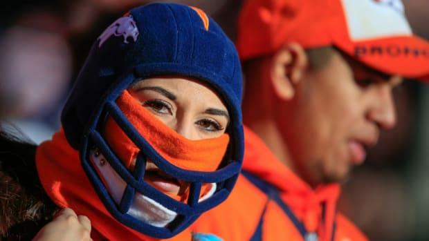 Denver-broncos-fans-cold.jpg