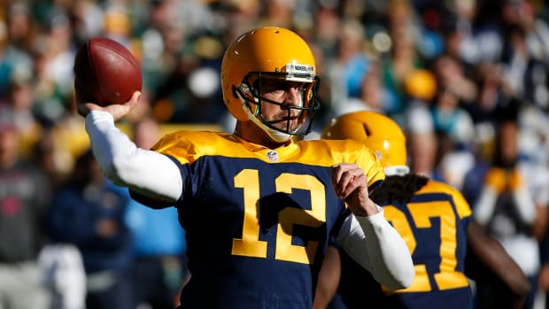 Aaron Rodgers becomes fastest QB to throw for 30,000 yards--IMAGE