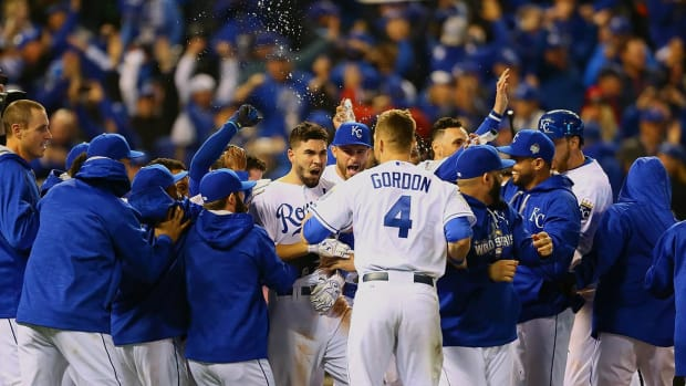 2015-World-Series-Game-1-Eric-Hosmer-Alex-Gordon-X160083_TK1_3462.jpg