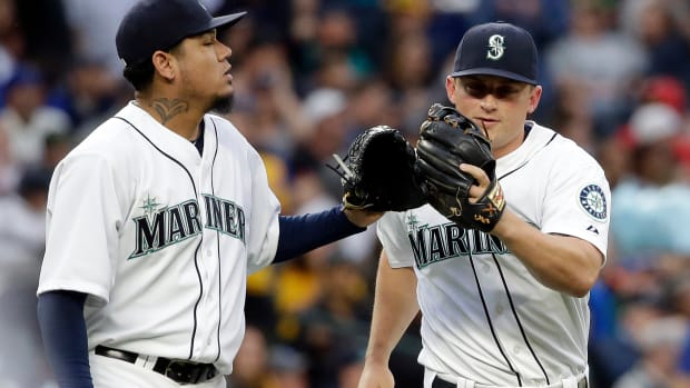 kyle-seager-catch-saves-baby-mariners-yankees-elaine-thompson.jpg