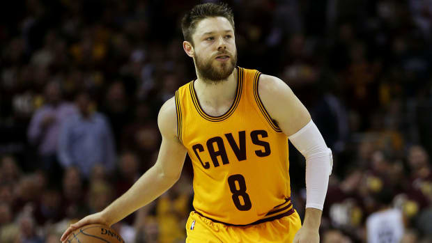 Cavaliers re-sign Matthew Dellavedova to one-year deal IMAGE