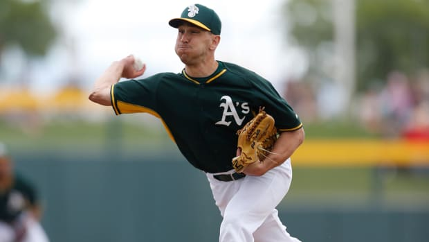 Whole New Approach: A's to call up switch-pitcher Venditte IMAGE
