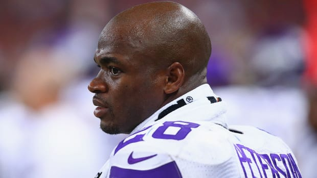Adrian Peterson: 'Still uneasy' about returning to Vikings IMAGE
