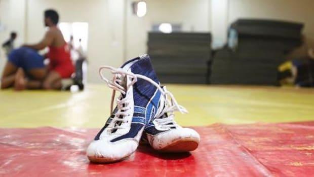 Iowa High School Wrestler Dies After Collapsing During Tournament - IMAGE