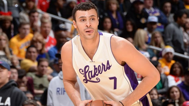 larry-nance-own-goal-video-lakers-clippers-christmas-day.jpg