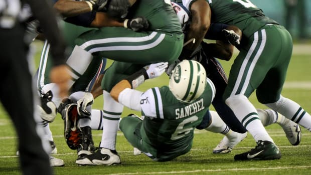 new-york-jets-patriots-butt-fumble-picture.jpg