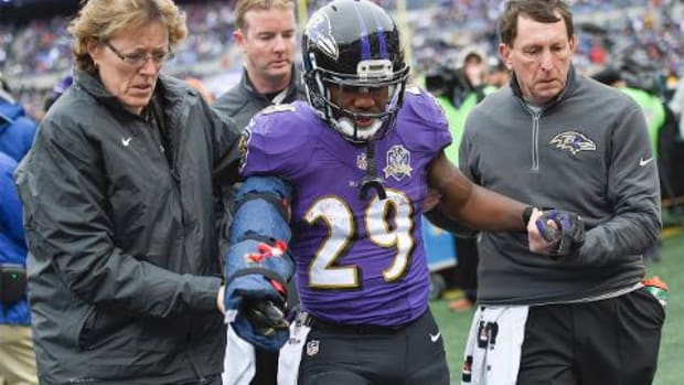 Baltimore Ravens RB Justin Forsett leaves game with broken arm -- IMAGE
