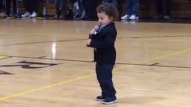 Bengals player's 2-year-old son sings national anthem at basketball game