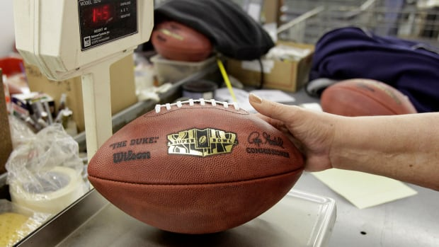 Report: NFL finds 11 Patriots footballs were under-inflated IMAGE