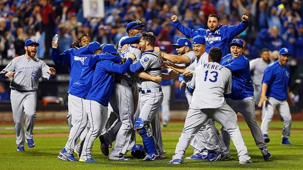 royals-celebrate-ws-win.jpg