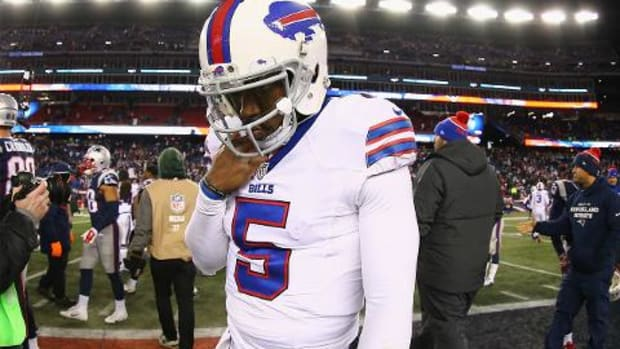 Bills QB Tyrod Taylor injures shoulder vs. Patriots - IMAGE