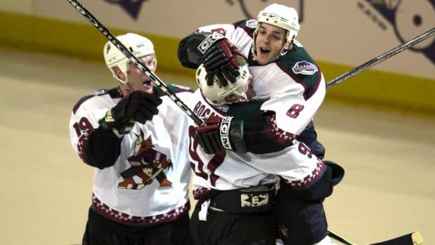 Coyotes_throwback_NHL_960.jpg