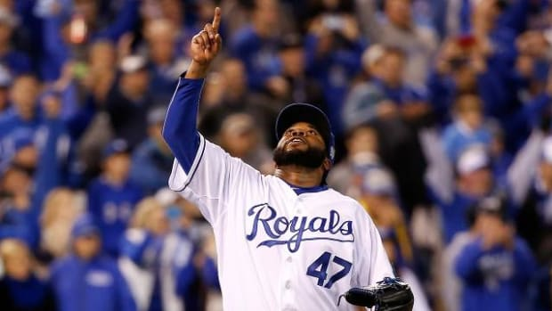 Johnny Cueto's 2 hitter gives Royals 2-0 World Series lead over Mets--IMAGE