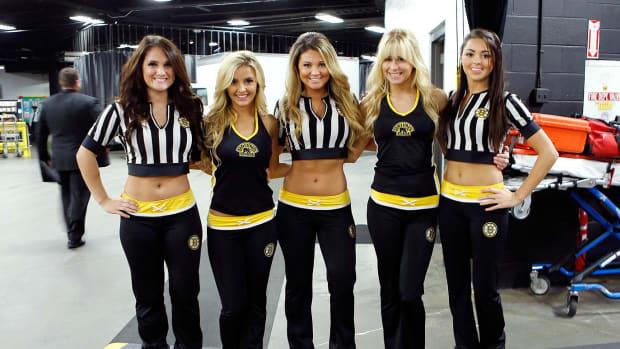 Boston-Bruins-Ice-Girls-482141124144_Penguins_at_Bruins.jpg