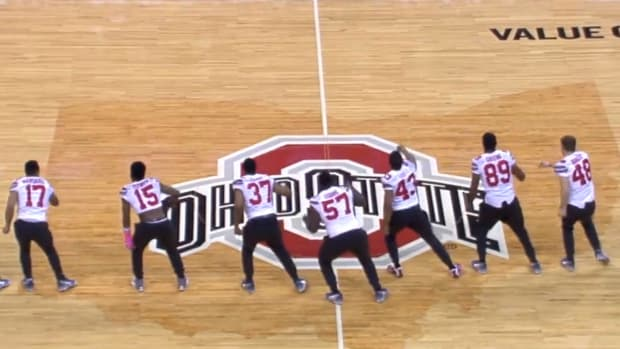 Ohio State football players show off dance moves at basketball game IMAGE