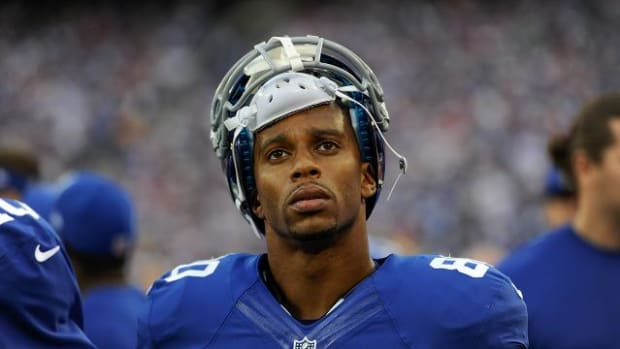 Giants WR Victor Cruz to have season-ending calf surgery--IMAGE
