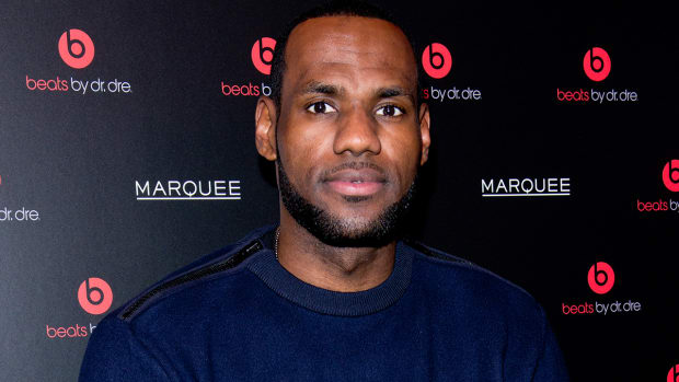 LeBron James gave Beats by Dre to Ohio State football players - image