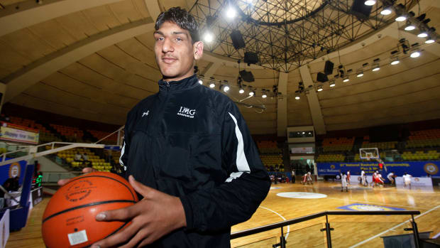 2157889318001_4187350292001_Indian-prodigy-considering-declaring-for-NBA-draft.jpg