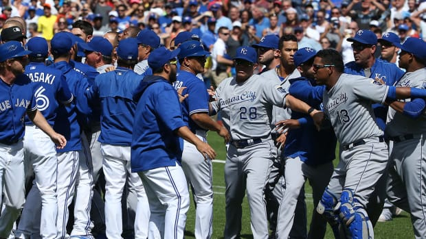 Ned Yost defends Royals pitchers after beanings, draws criticism from Jose Bautista IMAGE