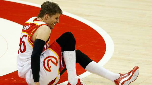 kyle-korver-ankle-out-for-playoffs-hawks.jpg