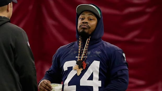 Marshawn Lynch fined for media silence--IMAGE